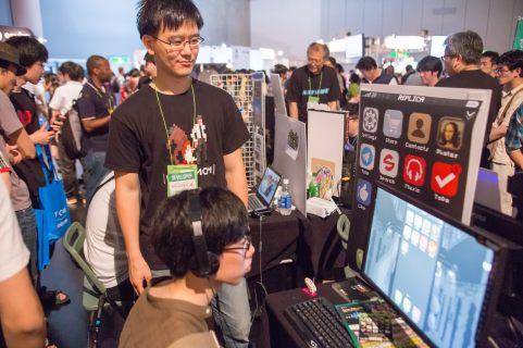 이 시간이 게임 창작 과정에서 가장 행복한 순간인 것 같다. 전시하고 플레이어의 표정변화와 플레이방식을 보며 다시 영감을 얻는 과정. 참 행복했다.