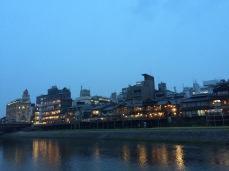 교토의 야경은 정말 아름다웠어. 하지만 관광따윈 나에게 허락되지 않았던 강행군.